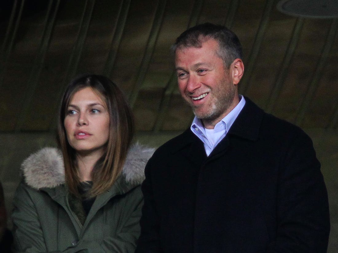 https://www.businessinsider.com/roman-abramovich-has-split-from-his-wife-of-10-years-dasha-zhukova-2017-8