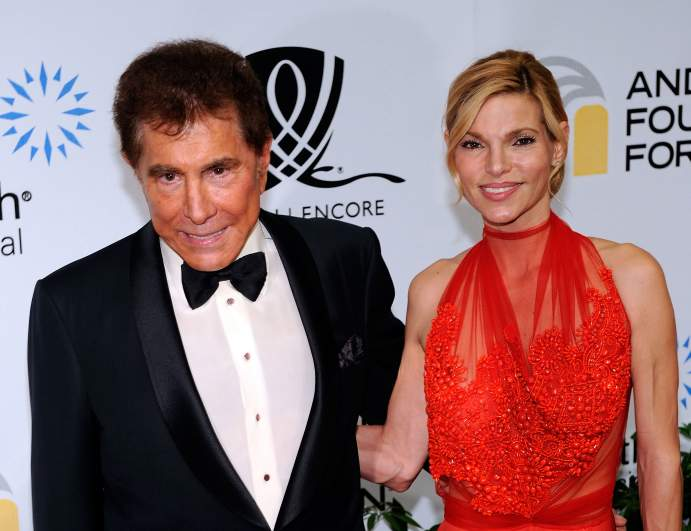 https://heavy.com/news/2018/01/steve-wynn-wife-andrea-hissom-plastic-surgery-photos/