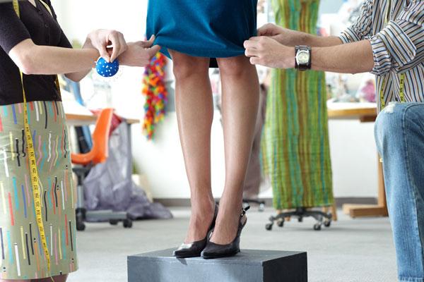 Τα κόλπα των fashionistas που κάνουν τα φτηνά ρούχα να φαίνονται ακριβά