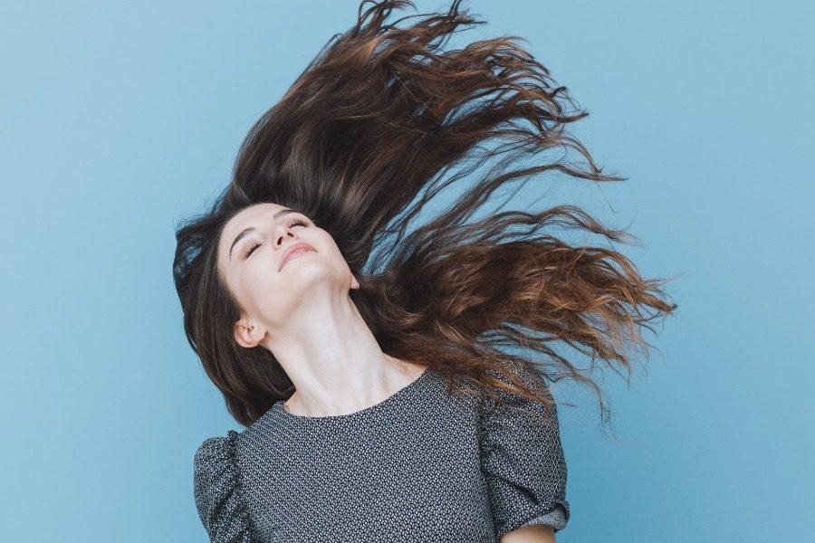 Σώσε τα μαλλιά σου με αυτά τα tips της άνοιξης