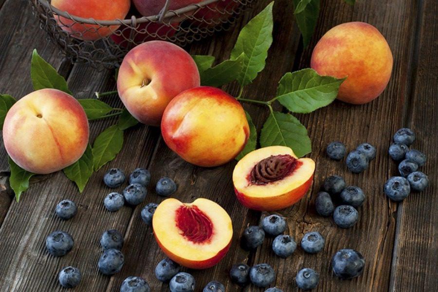 Αυτά είναι τα πεντανόστιμα φρούτα της άνοιξης που θα βοηθήσουν το μεταβολισμό σου